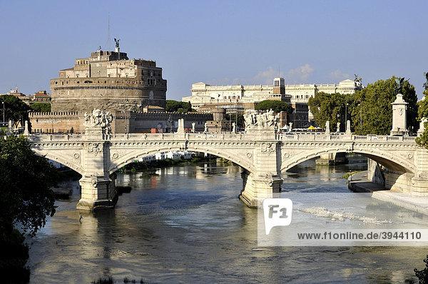Engelsburg  Castel Sant' Angelo  Brücke Ponte Vittorio Emanuele II  Tiber  Rom  Latium  Italien  Europa