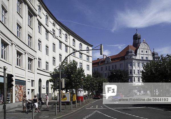 Borsigplatz mit repräsentativen Geschäftshäusern  Nordstadt  Dortmund  Nordrhein-Westfalen  Deutschland  Europa