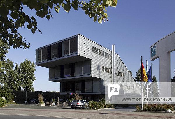 Gestaffeltes Bürogebäude im Gewerbepark Stadtkrone Ost  Dortmund  Nordrhein-Westfalen  Deutschland  Europa