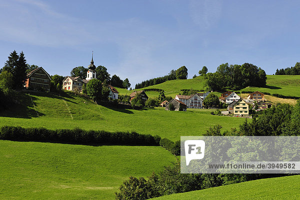 Haslen  ein typisches Dorf im Kanton Appenzell  Kanton Appenzell  Schweiz  Europa