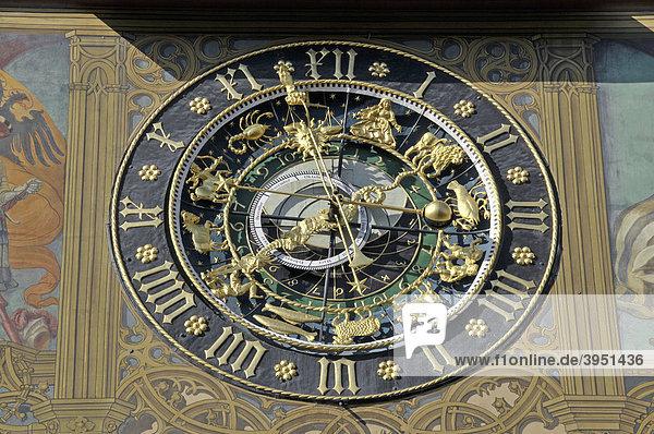 Astronomische Uhr an der Ostfassade des Ulmer Rathaus  Ulm  Oberschwaben  Baden-Württemberg  Deutschland  Europa
