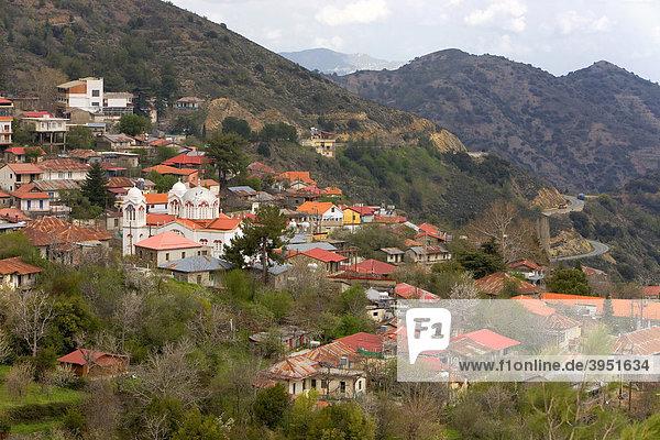 Dorf im Troodos Gebirge  Predoulas  Zypern  Griechenland  Europa