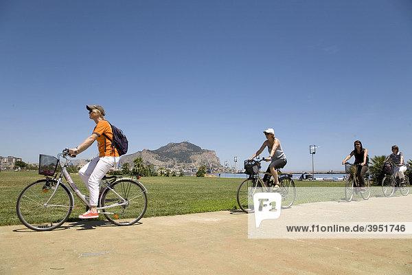 Fahrradtour mit Bikeguide Sylvia von BiSicily durch Palermo  Hafen  Palermo  Sizilien  Italien  Europa