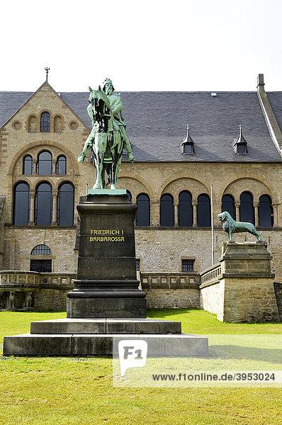 Kaiserpfalz und Friedrich I Barbarossa Denkmal  Goslar  Ostfalen  Deutschland