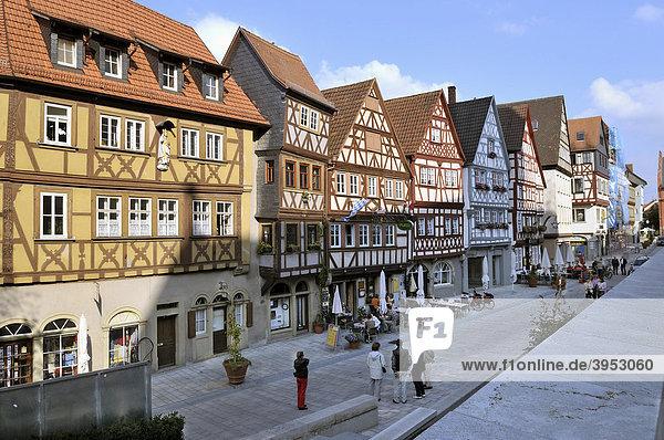 Hauptstraße mit Fachwerkhauszeile  Ochsenfurt  Franken  Bayern  Deutschland
