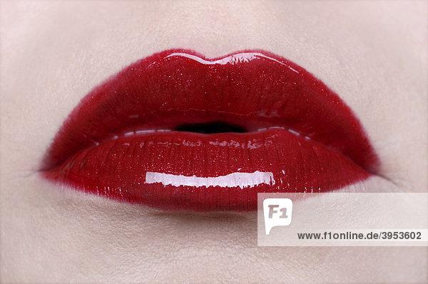 Rote Lippen leicht geöffnet