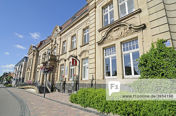 Ehemaliges Postamt  Touristeninformation  Gesundheitszentrum  Hausfassaden  Bad Arolsen  Hessen  Deutschland  Europa Hausfassaden