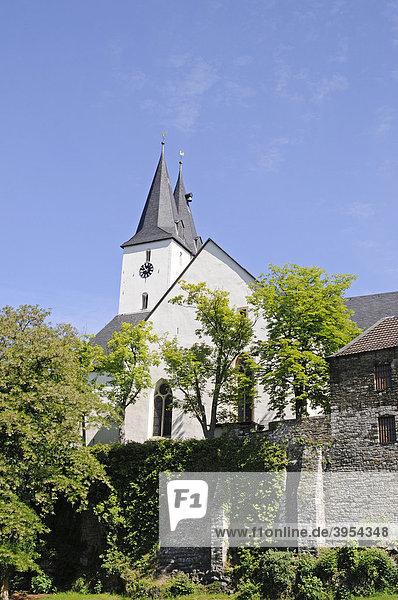 Oberste Stadtkirche  Marienkirche  alte Stadtmauer  Iserlohn  Sauerland  Nordrhein-Westfalen  Deutschland  Europa