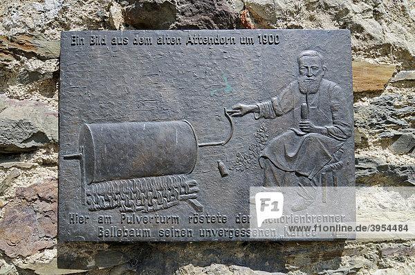 Zichorienbrenner  Kaffee  historische Darstellung am Pulverturm  Attendorn  Sauerland  Nordrhein-Westfalen  Deutschland  Europa