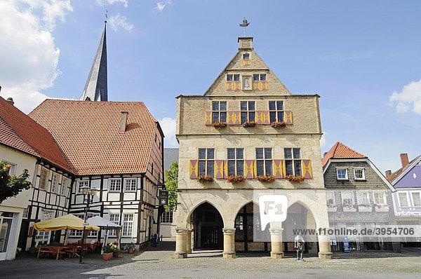 Rathaus  Arkaden  Marktplatz  Kirchturm  Fachwerk  historische Altstadt  Werne  Kreis Unna  Nordrhein-Westfalen  Deutschland  Europa