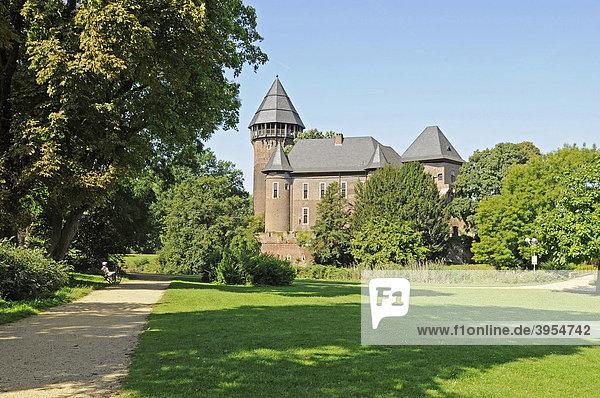 Schlosspark  Wasserburg Linn  Museum  Krefeld  Nordrhein-Westfalen  Deutschland  Europa