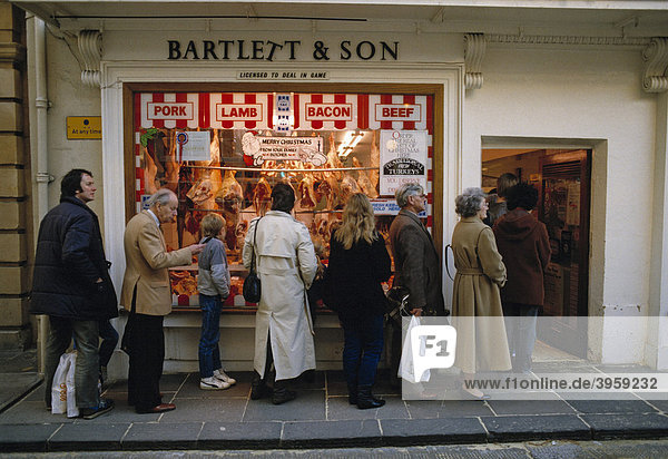 Schlange vor einer Fleischerei in der Weihnachtszeit in den 1980er Jahren  England  Großbritannien