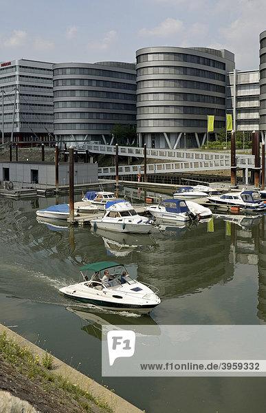 Five Boats-Bürogebäude und Jachthafen  Innenhafen  Duisburg  Nordrhein-Westfalen  Deutschland  Europa
