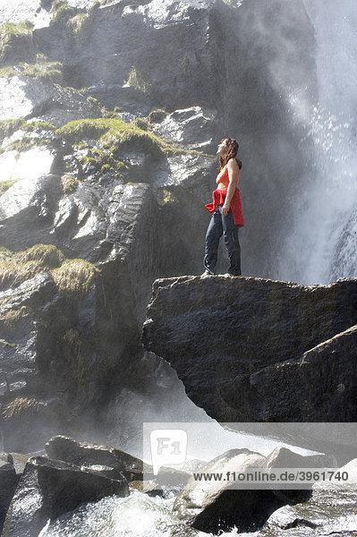 Wasserfall des Ganderbaches bei Barbian  Eisacktal  Südtirol  Italien  Europa