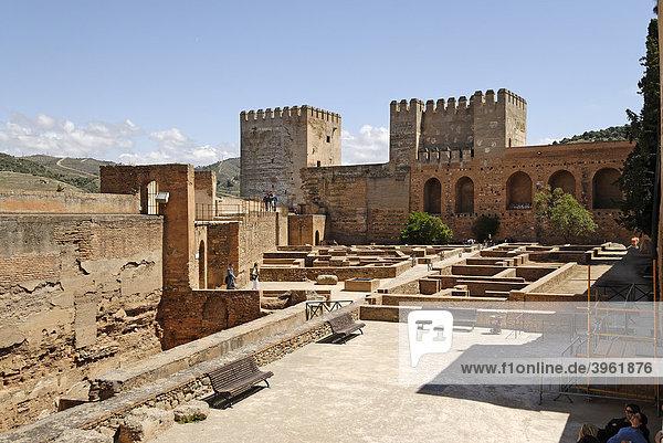 Vom Torre de la Vela auf die Alcazaba  Alhambra  Granada  Andalusien  Spanien  Europa
