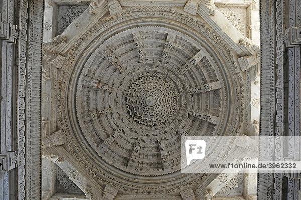 Detail  Kuppel im Tempel Ranakpur  Ranakpur  Rajasthan  Nordindien  Asien