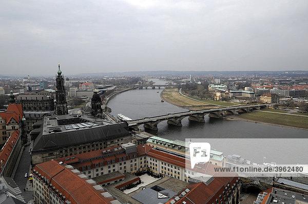 Aussicht von der Frauenkirche  Richtung Nordwest  Augustusbrücke  Dresden  Freistaat Sachsen  Deutschland  Europa