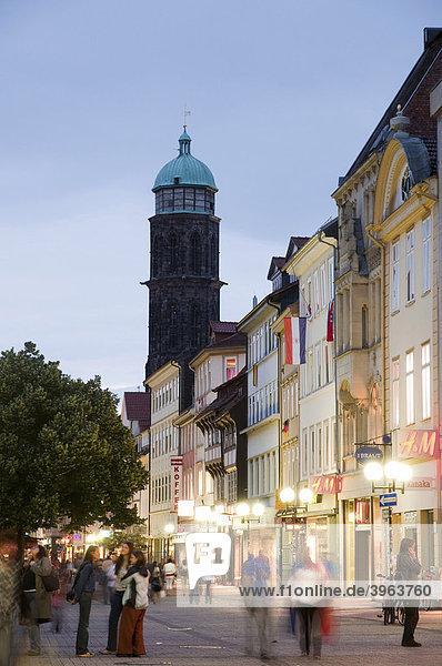 Altstadt bei Dämmerung  Göttingen  Niedersachsen  Deutschland