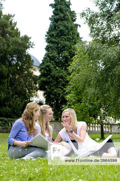 Students at the University of Hohenheim  in Hohenheim Castle Park  Hohenheim  Baden-Wuerttemberg  Germany  Europe