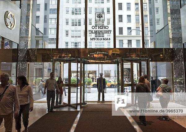 Eingang zum Trump Tower an der Fifth Avenue von innen  Manhattan  New York City  USA  Nordamerika