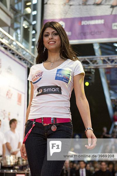 Rana Alkhoory  21  aus Rickenbach belegte Platz 2 der Miss Zentralschweiz Wahl 2009 in der RailCity Luzern  Schweiz  Europa
