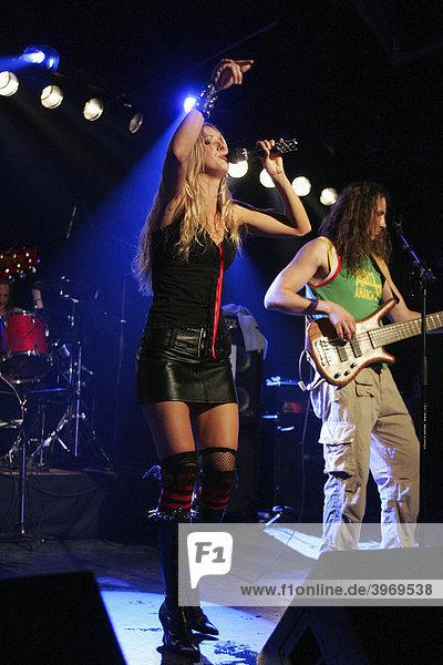 U.S. surfstar  musician and model Daize Shayne  live with her band in Schueuer  Lucerne  Switzerland
