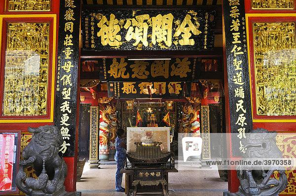 Eingang zum Tempel  Quan Am Pagode  Ho Chi Minh Stadt  Saigon  Vietnam  Südostasien