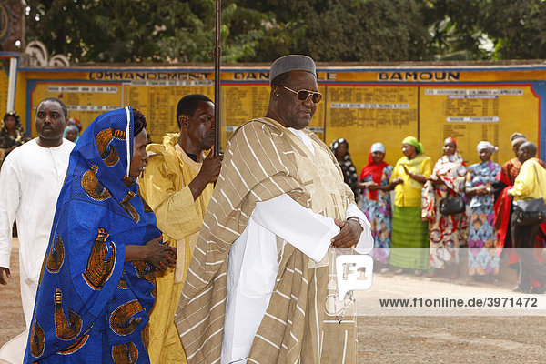 Sultan Ibrahim Mbombo Njoya in front of the Sultan's palace  holding an audience  Foumban  Cameroon  Africa