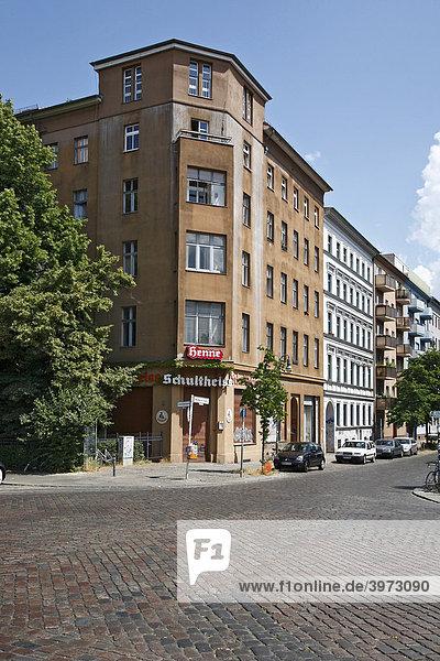 Altbau mit dem Restaurant Henne in der Waldemarstraße in Berlin  Deutschland