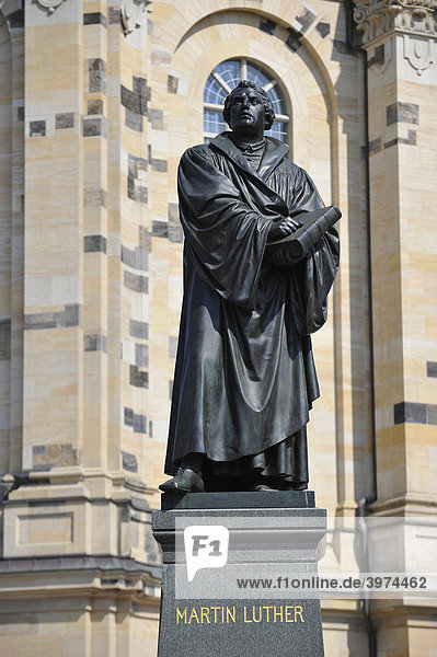 Martin Luther monument in front of the Frauenkirche Church of Our Lady  Dresden  Saxony  Germany  Europe