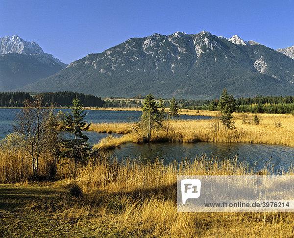 Barmsee bei Krün  Isartal  Estergebirge  Werdenfelser Land  Oberbayern  Bayern  Deutschland  Europa