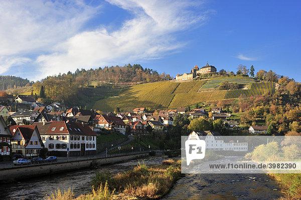 Fluss Murg mit Schloss Eberstein und Ortsbild  Gernsbach Obertsrot  Schwarzwald  Baden-Württemberg  Deutschland  Europa