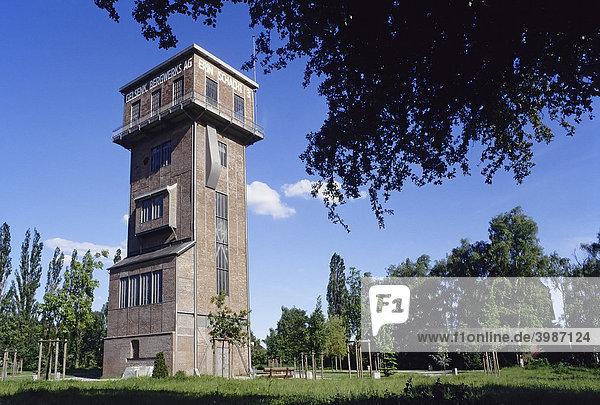 Restaurierter Hammerkopfturm der Zeche Erin  Castrop-Rauxel  Ruhrgebiet  Nordrhein-Westfalen  Deutschland  Europa