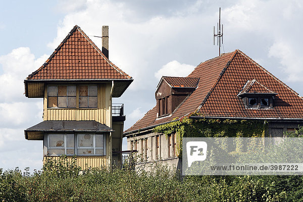 Altes Stellwerksgebäude von 1914  stillgelegter Rangierbahnhof Duisburg-Wedau  Ruhrgebiet  Nordrhein-Westfalen  Deutschland  Europa
