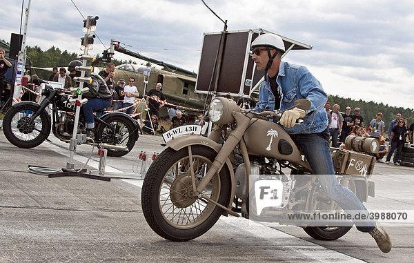 Motorräder am Start während des Roadrunner Race 61 in Finowfurt  Brandenburg  Deutschland  Europa