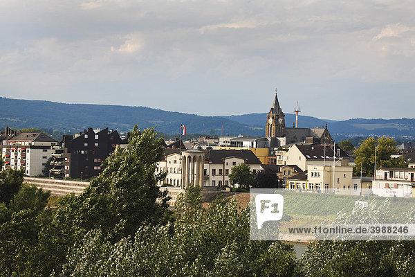 Blick von der Raiffeisenbrücke auf Neuwied  Rheinland-Pfalz  Deutschland  Europa