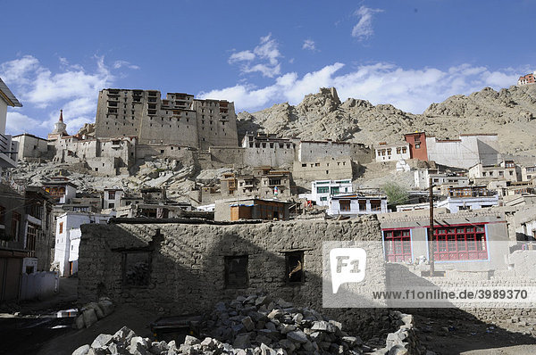 Leh Palace  view from the historic town  Northern India  India  Himalayas