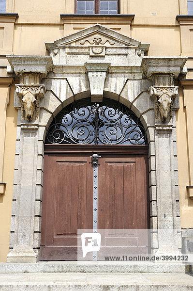 Das Portal vom alten Schlachthof in der Altstadt von Augsburg  Bayern  Deutschland  Europa