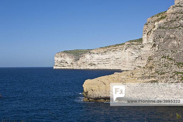 Blick auf die Steilküste bei Xlendi  Gozo  Malta  Europa
