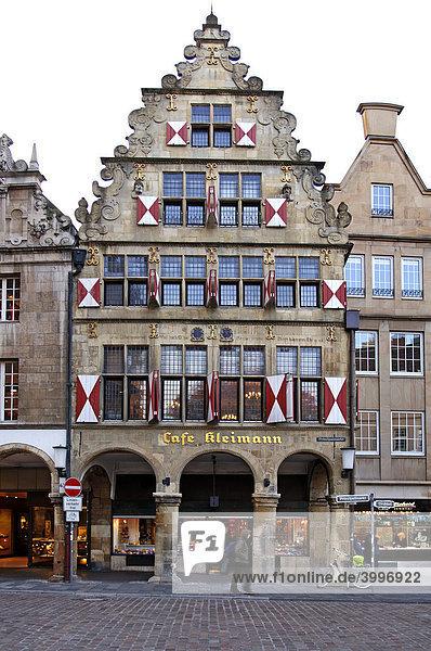 Altes Giebelhaus mit Arkaden  Münster  Westfalen  Deutschland  Europa