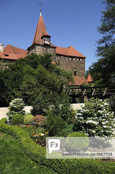 Wenzels Schloss  1353  vorne Parkanlage  Lauf an der Pegnitz  Mittelfranken  Bayern  Deutschland  Europa