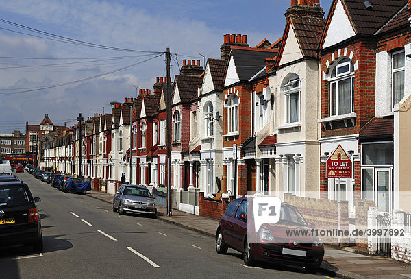 england europa london tooting broadway typische englische reihenh user mit telefonleitungen. Black Bedroom Furniture Sets. Home Design Ideas