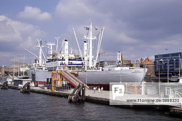 Frachtschiff Cap San Diego  jetzt Museumsschiff an der Überseebrücke  Niederhafen  Hamburger Hafen an der Elbe  Hansestadt Hamburg  Deutschland  Europa
