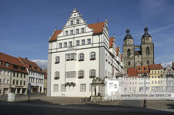 Marktplatz mit Rathaus und Stadtkirche  Lutherstadt Wittenberg  Sachsen-Anhalt  Deutschland  Europa