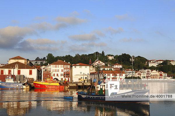 Hafen von Saint Jean de Luz und Ciboure  Bayonne  PyrÈnÈes-Atlantiques  Frankreich