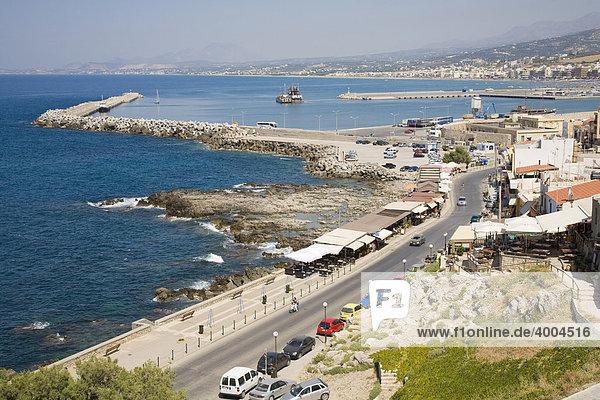 Hafen und Uferpromenade von Rethymnon  Insel Kreta  Griechenland
