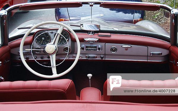 Altes Mercedes 190 SL Cabrio  Innenansicht