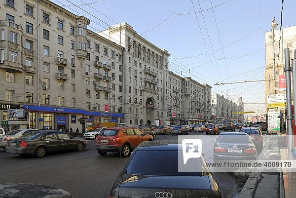Blick auf die bekannte Moskauer Twerskaja-Straße  Moskau  Russland