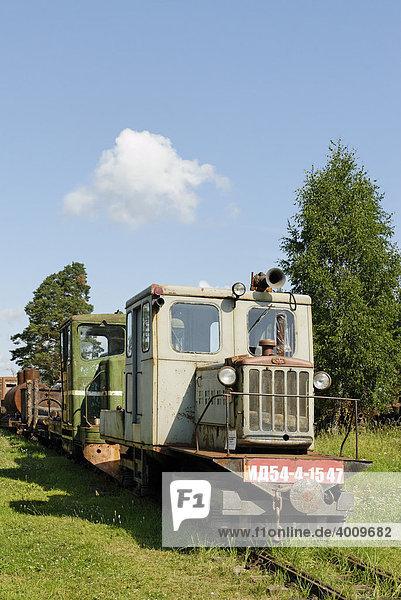 Kleine Benzin-Lokomotive MD54  Schmalspur-Eisenbahn-Museum in Pereslavl-Zalessky  Russland