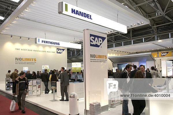Messestand des Softwareunternehmens SAP auf der Computer und IT Messe Systems in München  Bayern  Deutschland  Europa